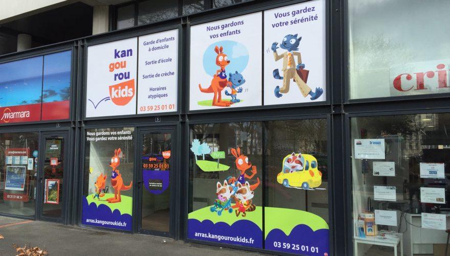 Décoration vitrine impression numérique garde d'enfants