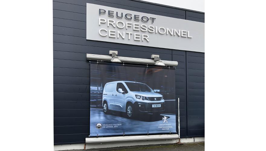 Bâche publicitaire avec impression numérique automobile